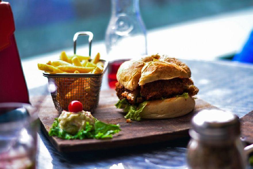 Imbiss Strandkorb in Grömitz - leckere und knusprige Pizza, Schnitzel, Burger und vieles mehr